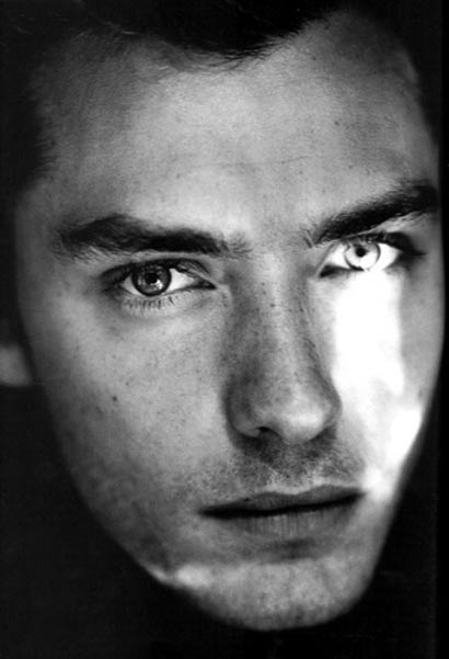 Jude Law hot!