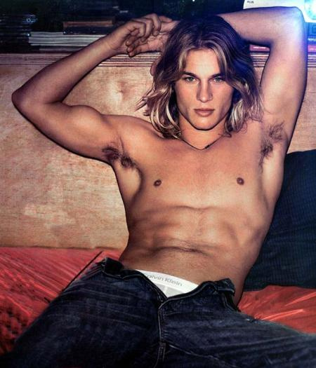 Travis Fimmel the hottie from Experiment
